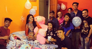 Pooja Sawant Photo With Cousins