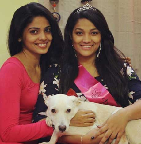 Pooja Sawant With Sister