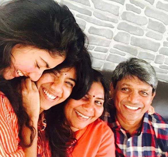 Actress Sai Pallavi Family Photo