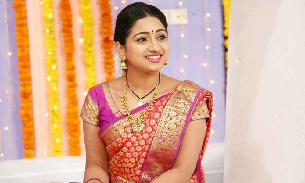 Tamil Selvi Serial Story, Cast, Timings, Review, Photos and Videos